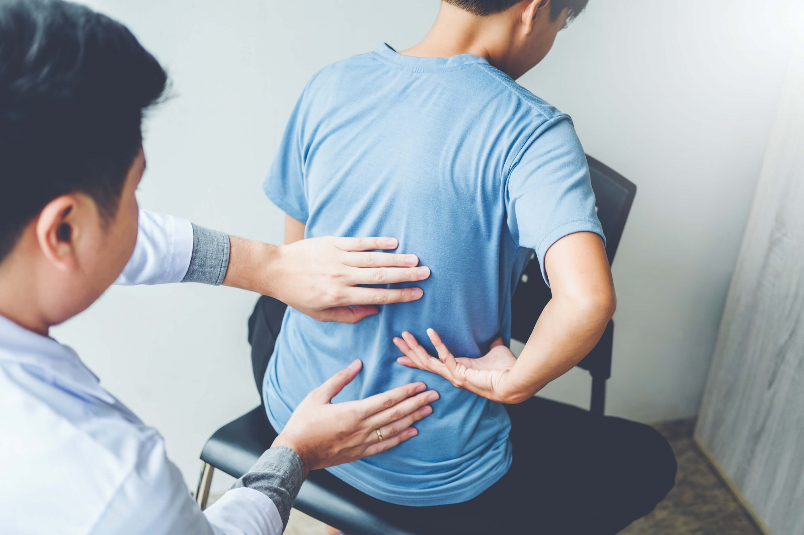 Patient visits chiropractor in Bradenton for spinal decompression therapy